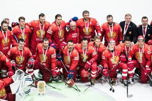 Hráči Ruska s bronzovými medailami z MS v hokeji 2019.