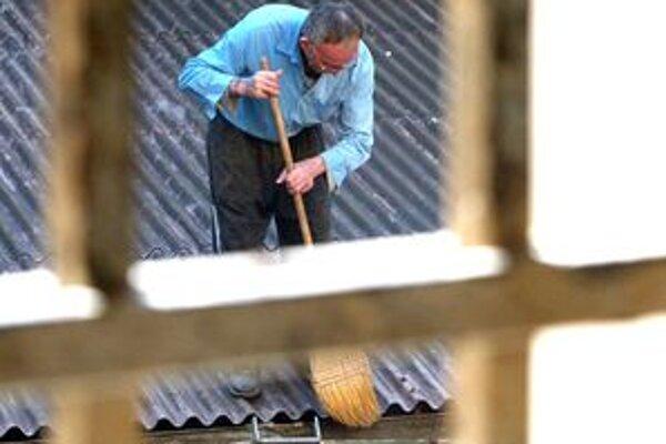 Trest povinnej práce je alternatívou k trestu odňatia slobody pri menej závažných trestných činoch.