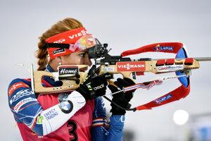Gabriela Koukalová strieľa v stíhacích pretekoch 1. kola Svetového pohára biatlonistiek na 10 km trati vo švédskom Östersunde 4. decembra 2016.
