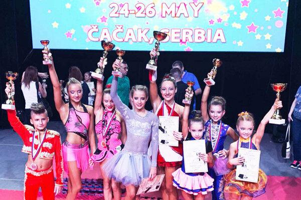Nitriansky GymGol klub reprezentovalo sedem dievčat a jeden chlapec.