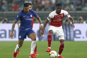 Zľava Merson Palmieri a Ainsley Maitland-Nilesvo finále Európskej ligy UEFA 2018/2019.