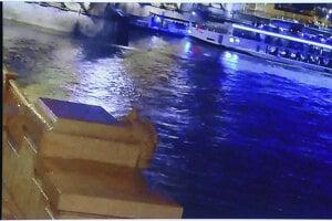 Záber z videa, ktoré zachytáva zrážku lodí.