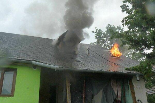 V dome sa počas požiaru nikto nenachádzal.