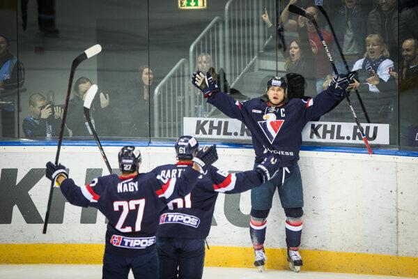 Hráči Slovana Tomáš Surový, Ladislav Nagy a Milan Bartovič počas zápasu 1. kola play off KHL HC Slovan Bratislava - CSKA Moskva zo dňa 27.2.2016.