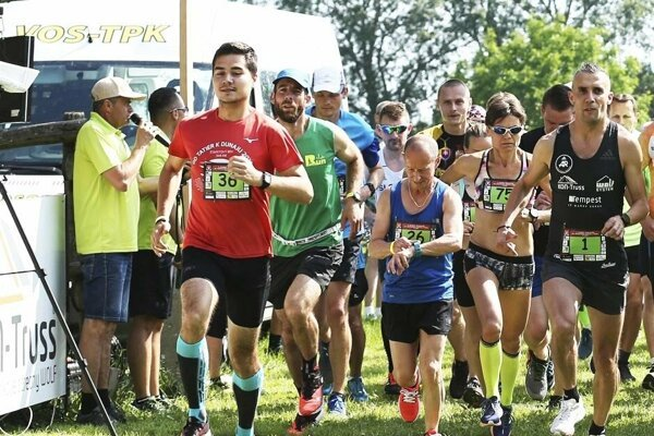 Štart polmaratónu - celkom vpravo víťaz Gabriel Švajda.