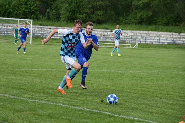 Matúš Ševčík (s loptou) strelil druhý gól Krásna nad Kysucou.