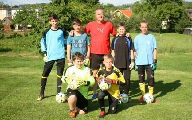 Niekdajší prvoligový brankár Patrik Brezina zaúčal mladých gólmanov.