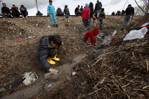 Macedónsko v stredu zavrelo svoje hranice s Gréckom pre ilegálnych migrantov.