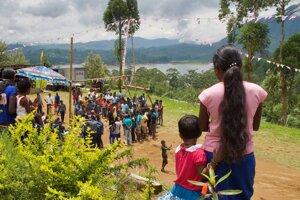 Novoročné slávnosti pri škole v dedine Nallathanniya.