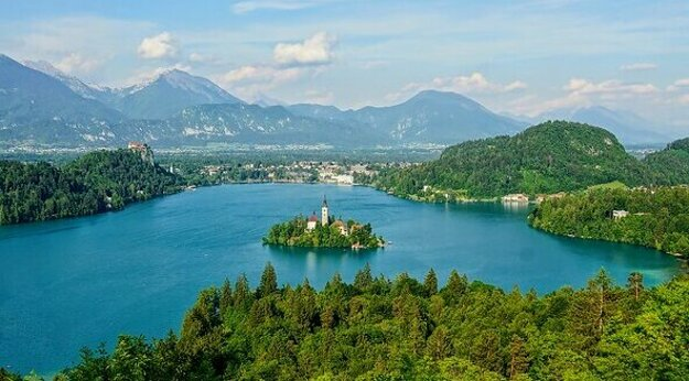 Jazero Bled s kostolom v strede