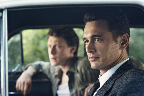 James Franco sa musí vrátiť späť do minulosti aby Oswaldovi zabránil spáchať atentát na prezidenta Kennedyho. Ibaže minulosť sa zmenám bráni.