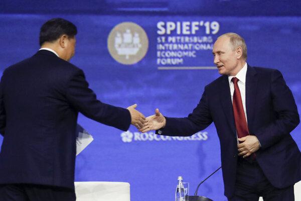 Čínsky prezident Si Ťin-pching a ruský prezident Vladimir Putin.