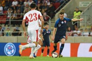 Róbert Boženík (vpravo) a Ihsan Hadaad v prípravnom zápase Slovensko - Jordánsko.