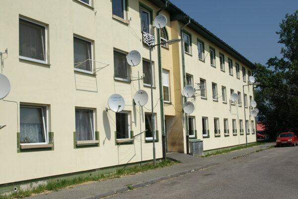 V bytovke, ktorú chce mesto predať, je množstvo prázdnych bytov.