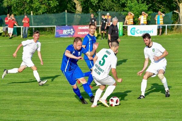 Druhý ročník pohárovej súťaže vyvrcholil v sobotu veľkým finále medzi Kolíňanmi a Volkovcami na ihrisku v Cabaji-Čápore.