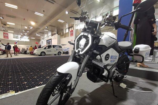 Typ motoriek Super SOCO je vhodný aj pre mužov zákona. Spojenie elektrickej mobility a jednostopového vozidla, finančne dostupnejšieho, ako je auto, by mohlo dostať viac policajtov do slovenských ulíc.