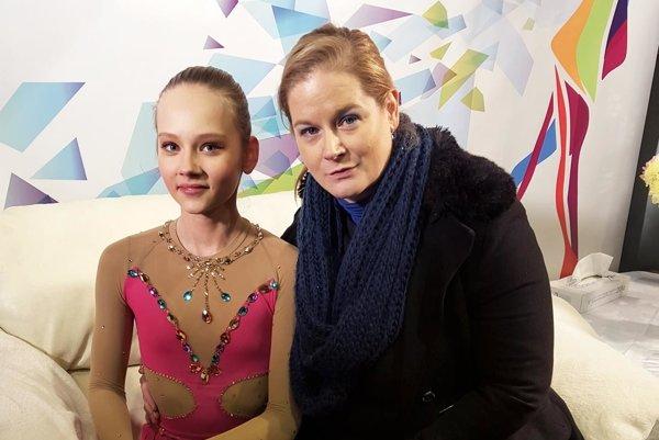 Strieborná staršia žiačky Soňa Mušinská s trénerkou Monikou Kuštárovou.