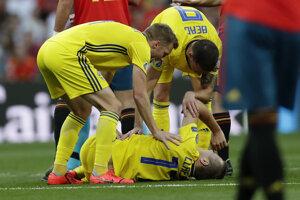 Zranený Viktor Claesson v zápase kvalifikácie na EURO 2020 Španielsko - Švédsko.