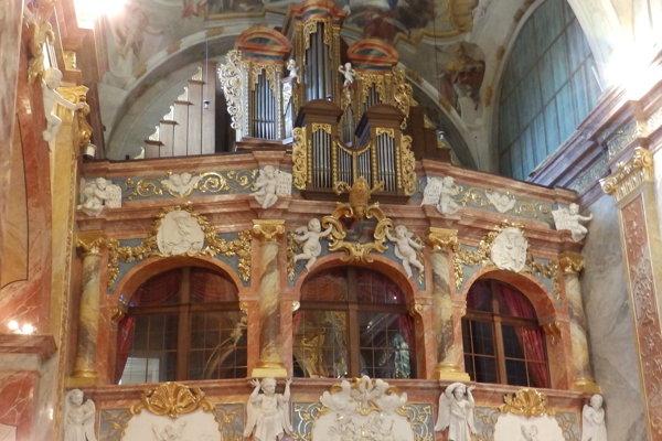 Organ v hradnej katedrále pred rekonštrukciou.