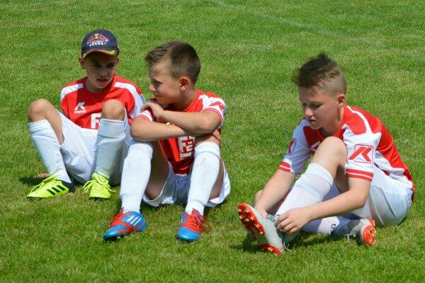 Najmladší futbalisti sa predstavili na turnaji v obci Krnča.
