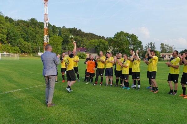 Hrachovište prekvapilo celkovým triumfom v VIII. lige Double Star Bet Nové Mesto nad Váhom.