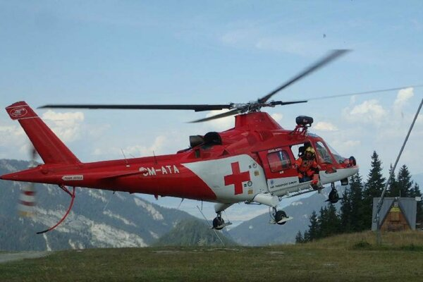 Záchranári by si želali, aby záchranársky vrtuľník musel vzlietať do terénu čo najmenej.