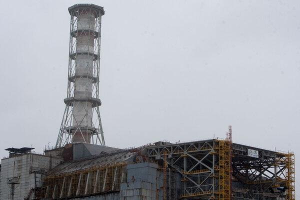 Jadrová elektráreň v Černobyle , kde v roku 1986 došlo k tragickej havárii. V pozadí reaktor č. 4 kde došlo k výbuchu.