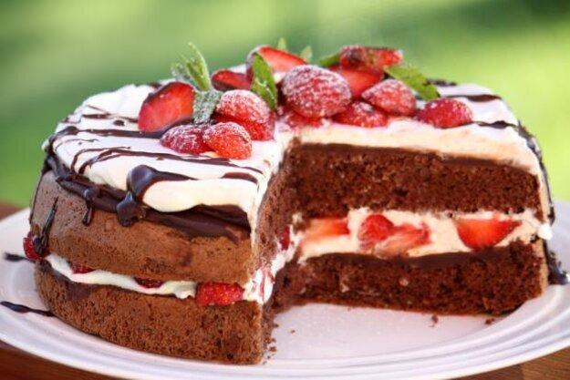Bezlepková čokoládovo-jahodová torta