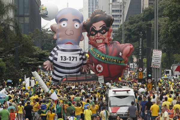 Protestujúci v uliciach Sao Paulo.