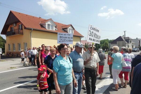 Pred niekoľkými dňami Jabloničania zablokovali na 20 minút dopravu v obci.