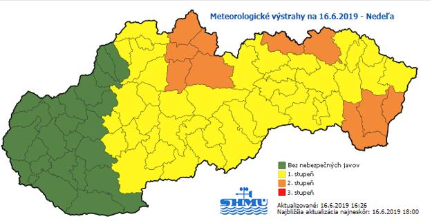 Na východe je vyhlásený 2. varovný stupeň pred búrkami v okrese Stará Ľubovňa a Kežmarok v Prešovskom kraji a na dolnom Zemplíne v Košickom kraji. Na zvyšku krajov platí 1. stupeň