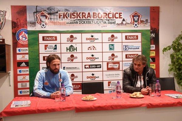 Ivan Galád (v pravo) sa po zápase s rezervou Slovana mohol tešiť z troch bodov.