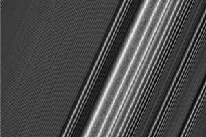 Nové zábery prstencov ukazujú, ako sa aj veľmi blízke štruktúry odlišujú.