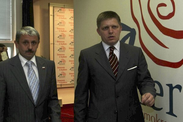 Po voľbách v roku 2006 rokoval Robert Fico o možnosti koalície aj s lídrom SDKÚ-DS Mikulášom Dzurindom.