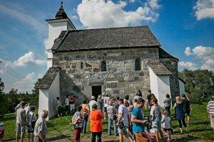 Románsky kostolík z 12. storočia v Kalinčiakove.