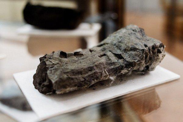 Vedcom sa podarilo prečítať kúsok zo zvitku, ktorý zničil v roku 79 výbuch sopky Vezuv.