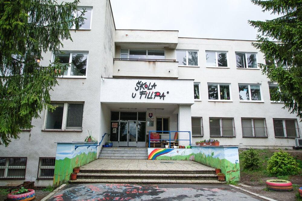 Základná škola U Filipa v Banskej Bystrici, kde prebieha projekt Poznaj svoje peniaze.