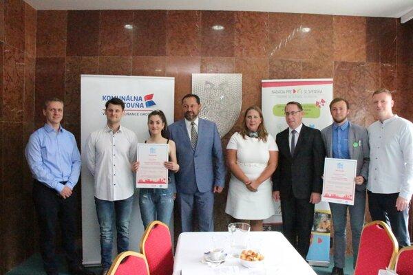 Zástupcovia ocenených miest na pracovných raňajkách v Nových Zámkoch.