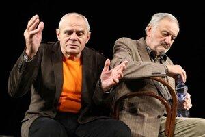 Milan Kňažko a Milan Lasica v divadelnej hre Na fašírky mi nesiahaj.