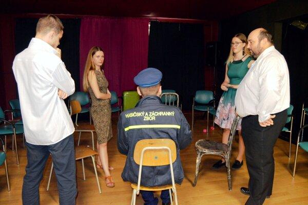 Na skúške druhej časti predstavenia Plešatá speváčka.