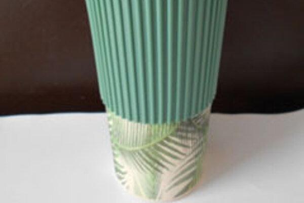Hrnček bambus/silikón Bamboo, pôvodom z Číny.