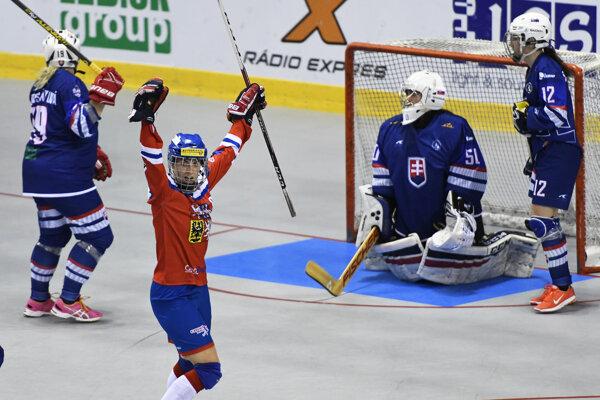 Slovenské hokejbalistky na medailu nedosiahli.