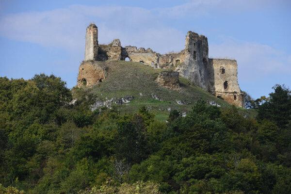 Nadšenci zachraňujú zrúcaniny hradu Čičva.