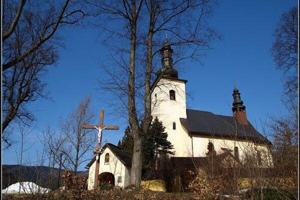 Kostol v Bartošovej Lehôtke. Vedie k nemu cesta v zlom stave.