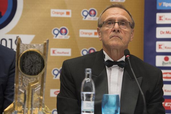 Ján Filc počas tlačovej konferencie.