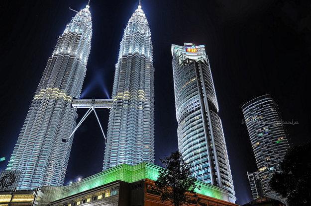 Do tmy sa ponorí aj Kuala Lumpur City Centre v Malajzii.