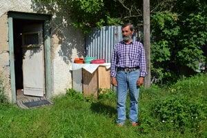 František Breza býva v starej požiarnej zbrojnici.