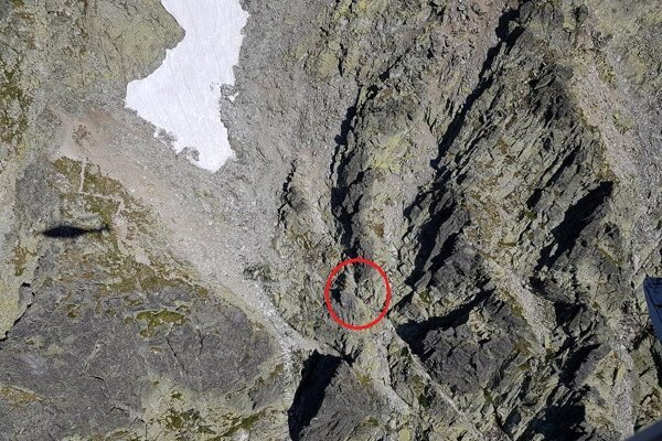 Nemeckého turistu zasiahol pod Kotlovým štítom uvoľnený skalný blok.