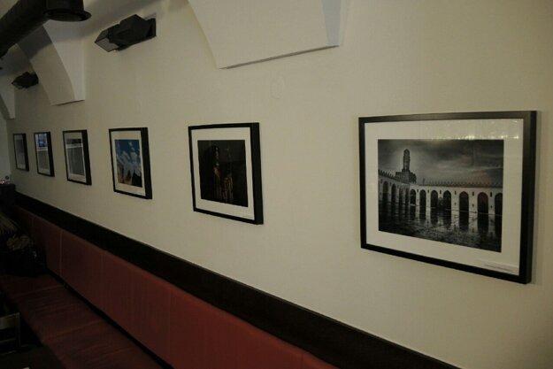 Adamove fotografie oživujú interiér