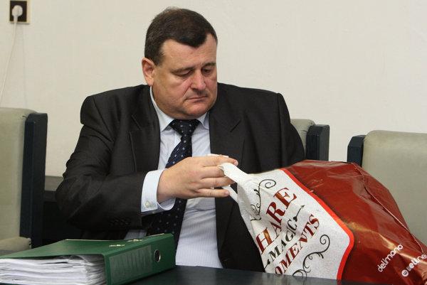 Košického župného poslanca a zemplínskeho vinára odsúdil Špecializovaný trestný súd v Banskej Bystrici na 11 rokov nepodmienečne za finančné machinácie s eurofondami.